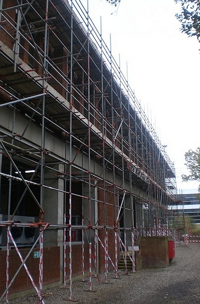 An example of an independent scaffold erected in Hoddeson.