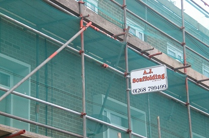 An example of an independent scaffold erected according to London Borough of Enfield council regulations.